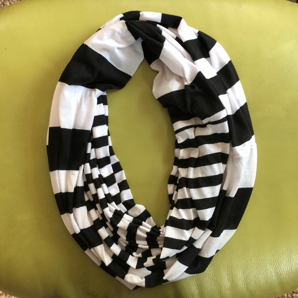 Express Accessories - Infinity scarf